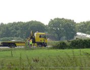Caravan belandt in sloot langs A37